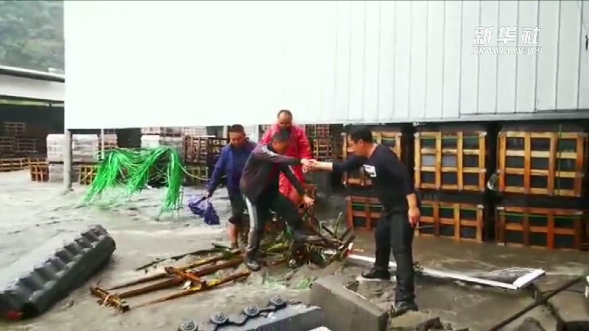 陕西镇坪县遭受暴雨袭击 已有6179人被安全转移