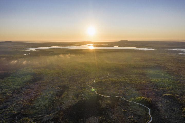 日出时分的五大连池世界地质公园景观(8月31日摄,无人机照片)。新华社记者 谢剑飞 摄