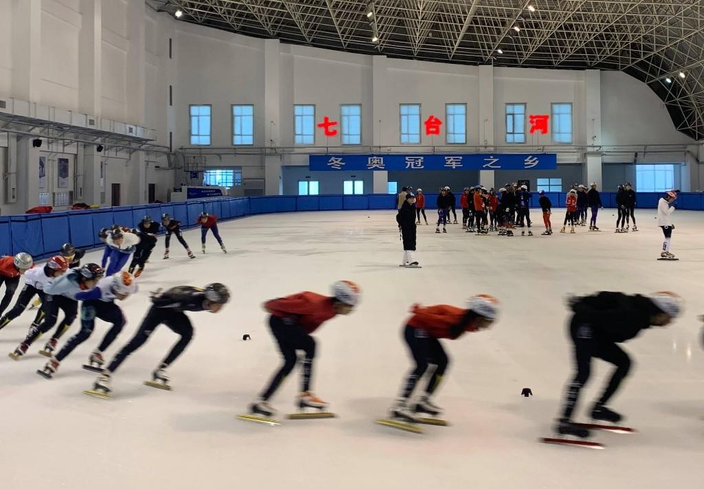 队员们进行滑行训练