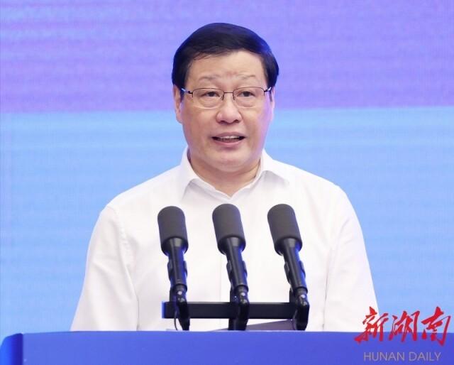 (湖北省委书记、省人大常委会主任应勇讲话。)