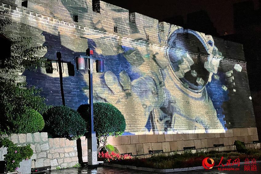 八达岭长城首演灯光秀。人民网 尹星云摄
