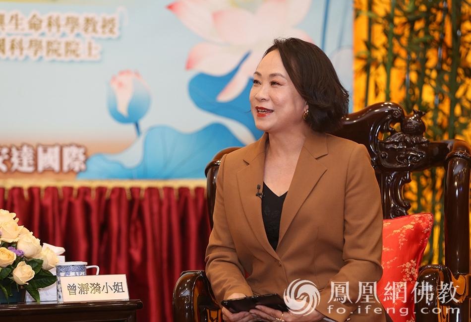 凤凰卫视节目主持人曾瀞漪 (图片来源:凤凰网佛教 摄影:香港佛教联合会)
