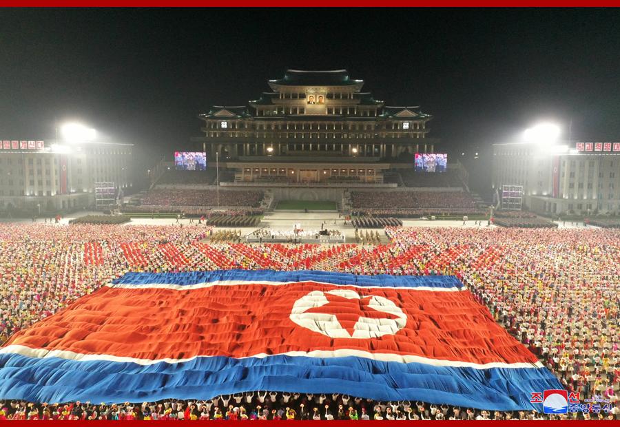 朝鲜举行建国73周年阅兵 金正恩出席阅兵式