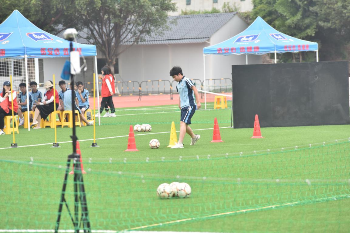 2020年广州市中考体育足球项目考试图片