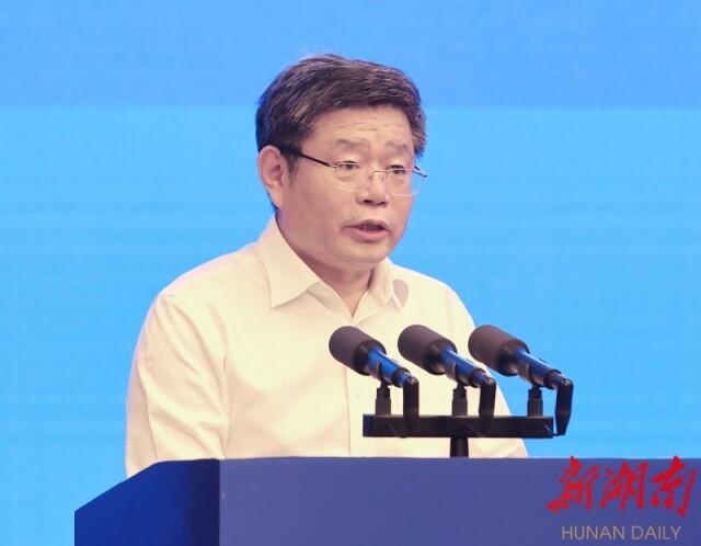 国家发改委副秘书长郭兰峰出席会议并致辞。