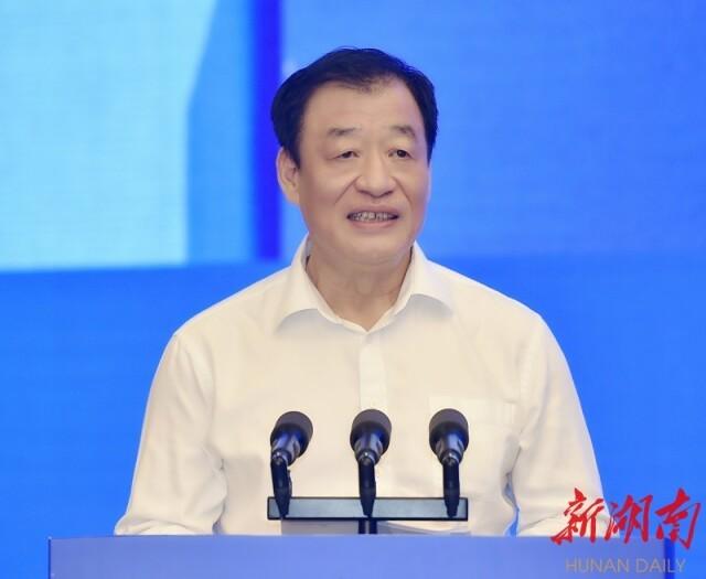 (江西省委书记、省人大常委会主任刘奇讲话。)