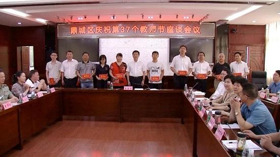 朱金平慰问教师代表