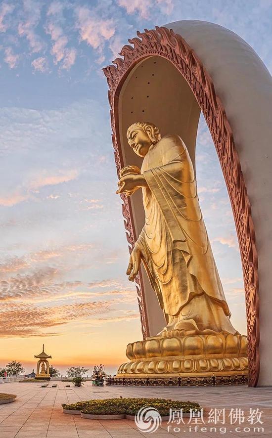 位于东林寺净土苑的东林大佛(图片来源:凤凰网佛教)