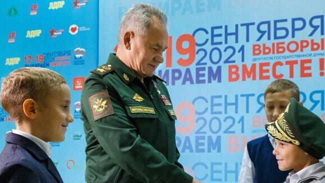 """俄羅斯小男孩說完""""想成為一名空降兵""""后 獲贈防長軍帽"""