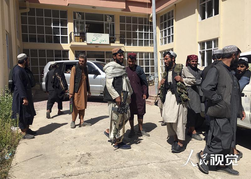 当地时间2021年9月8日,阿富汗潘杰希尔省,当地的塔利班成员。 人民视觉 图