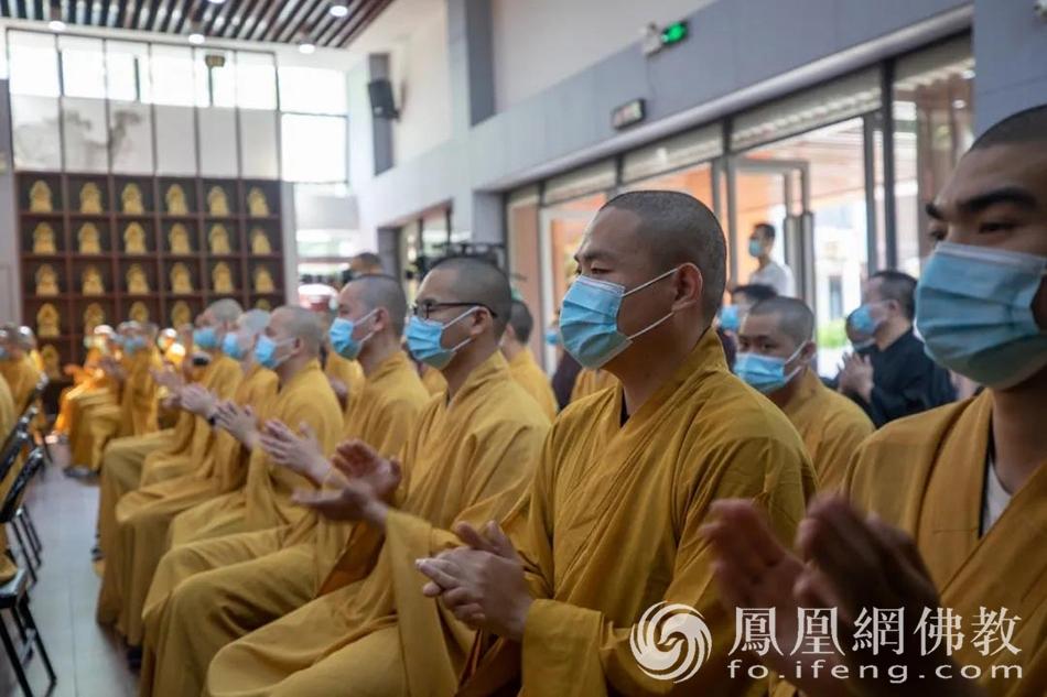 典礼现场(图片来源:凤凰网佛教 摄影:本焕学院)