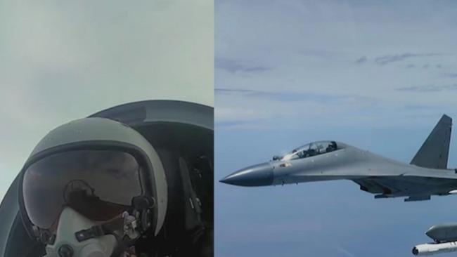 中国空军歼16挂弹拦截外国军机