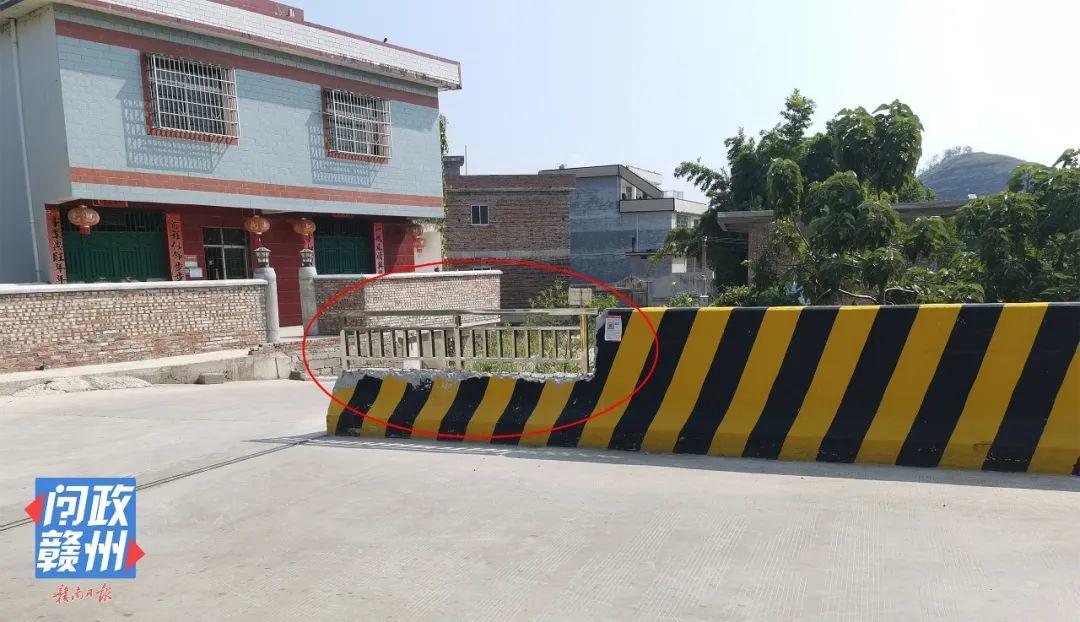 △改造后的纸帮大桥,防撞护墙改低且尾端更换为不锈钢栏杆。