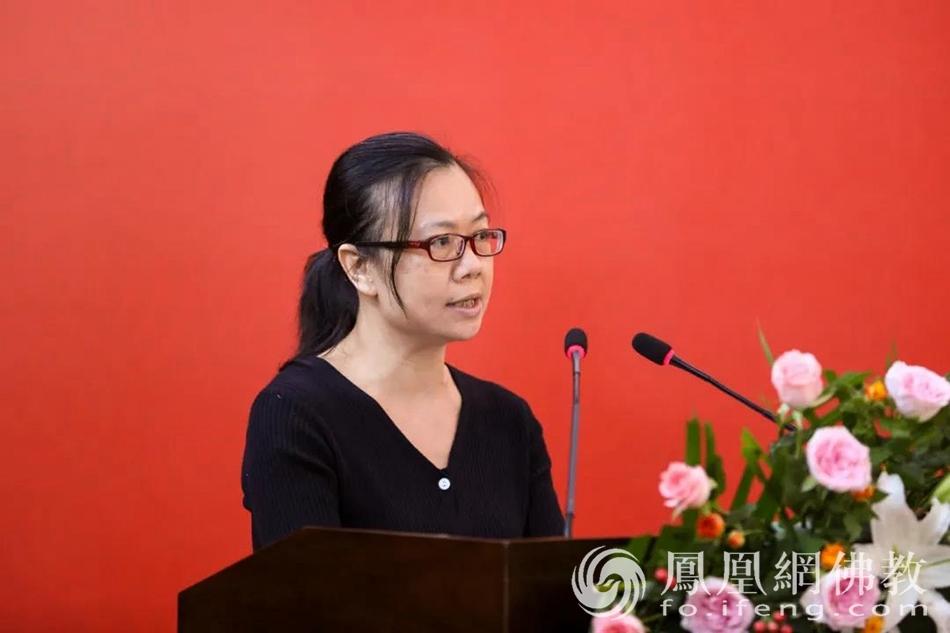 优秀教师代表庄云燕博士发言(图片来源:凤凰网佛教 摄影:本焕学院)