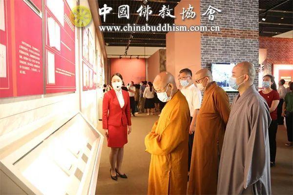 参观现场(图片来源:中国佛教协会)