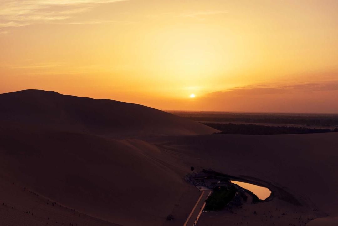 壮阔悲凉的大漠落日