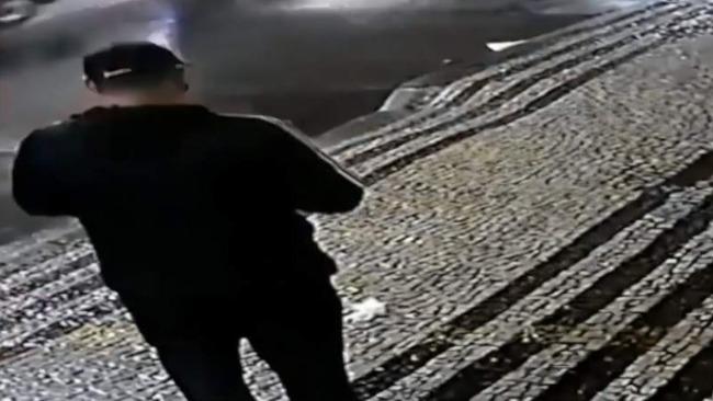 中国驻巴西里约总领馆遭爆炸物袭击 监控曝光黑衣男作案全过程