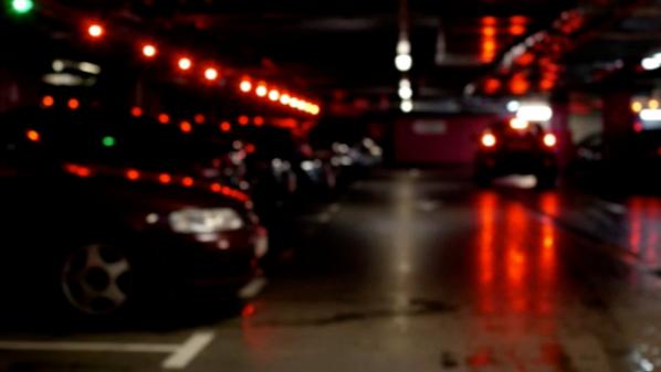 男子小区内酒后挪车被举报酒驾 拍视频者系挡住其车位的司机
