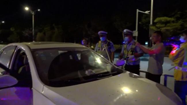 男子酒驾被查问能否扣女友驾照分