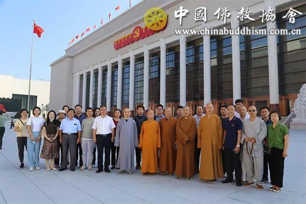 2021年9月10日,中国佛教协会组织参观中国共产党历史展览馆主题展览。(图片来源:中国佛教协会)