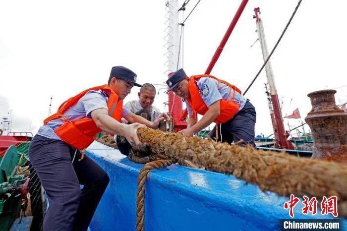 浙江提升防台风应急响应至Ⅰ级公布150支应急力量电话