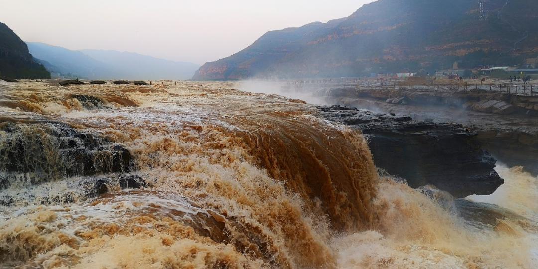 壮丽的黄河壶口瀑布