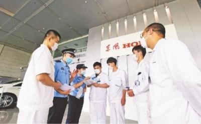 9月14日,武汉经济技术开发区公安分局人口大队民警深入东风本田汽车有限公司,为一线员工详细解答落户新政。