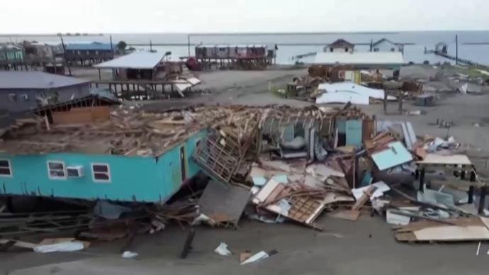 """飓风""""尼古拉斯""""风力减弱 美国多地仍有洪水威胁"""