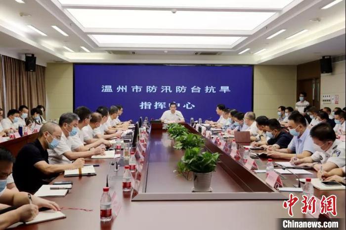"""温州市委市政府12日召开14号台风""""灿都""""防御工作视频会议。"""