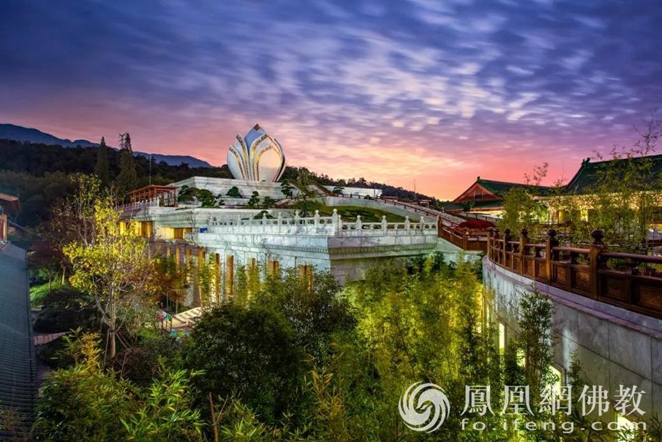 青莲念佛堂远景(图片来源:凤凰网佛教)
