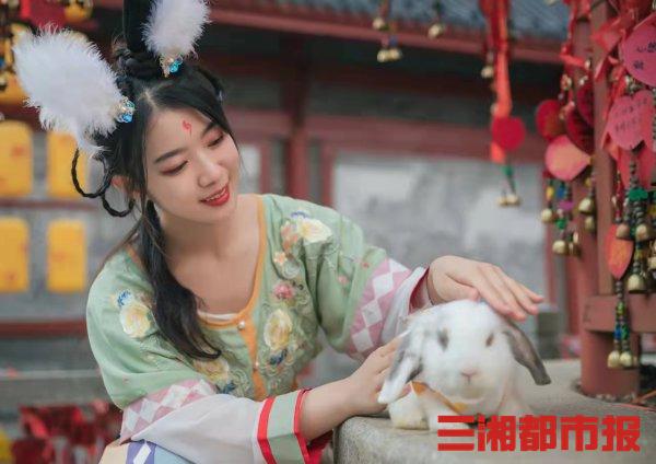 (9月19日到9月21日,长沙方特东方神画将开展玉兔游园会。景区供图)
