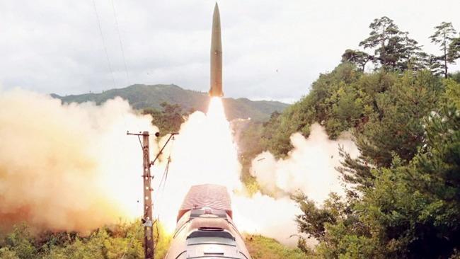 实拍:朝鲜首次试射铁路机动导弹 射程可覆盖韩国全境!