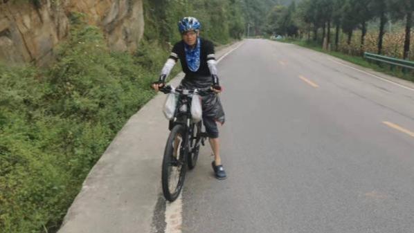 大一新生和父亲骑行1500公里报到