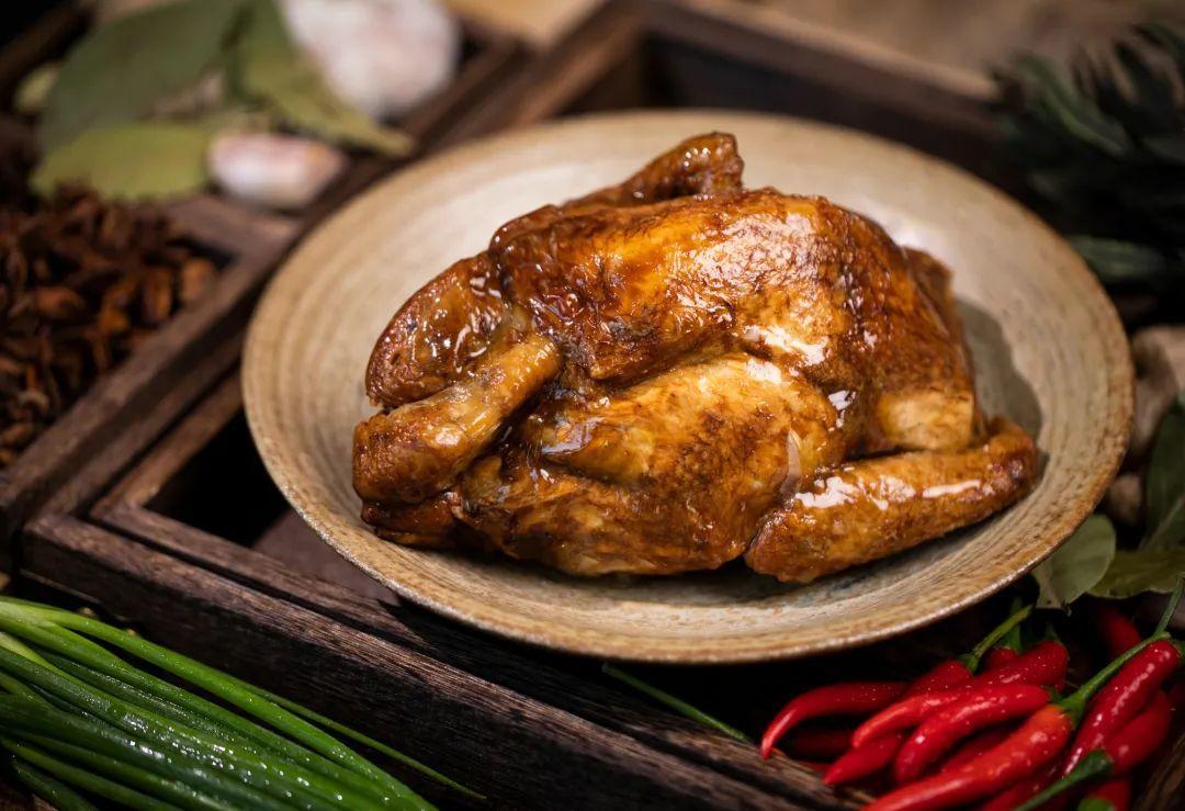 这家店烧鸡店在南京非常火爆,短短几年时间内,开了30余家分店凤凰网凰家尚品