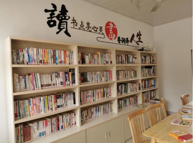 青阳县新河镇新建村利用闲置空间精心打造了一间30平米农家书屋