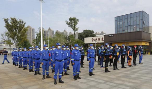 启动仪式现场救援队员队列