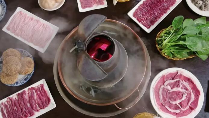 纪录片《沸腾吧,火锅》里的老北京大铜锅。
