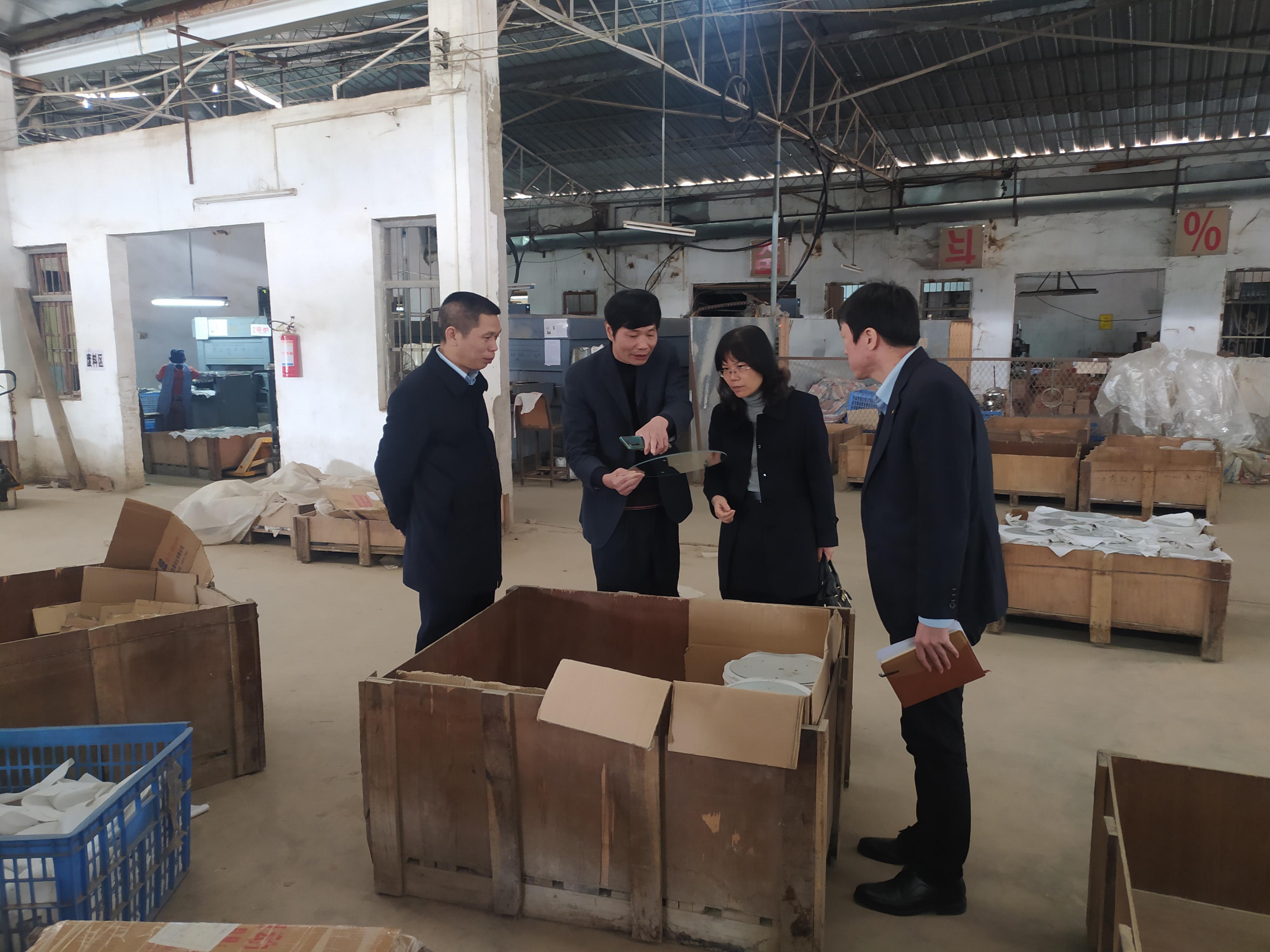 湛江建行工作人员走进小微企业了解生产经营情况