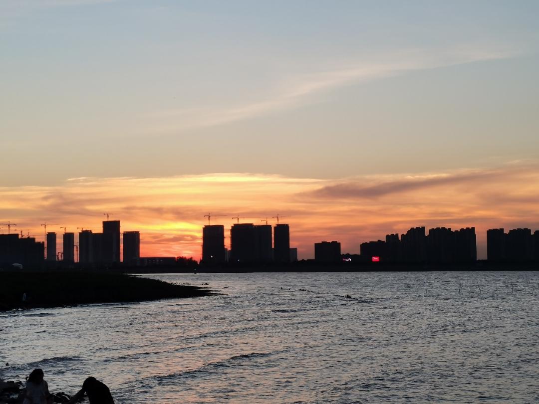长江入海口的夜色