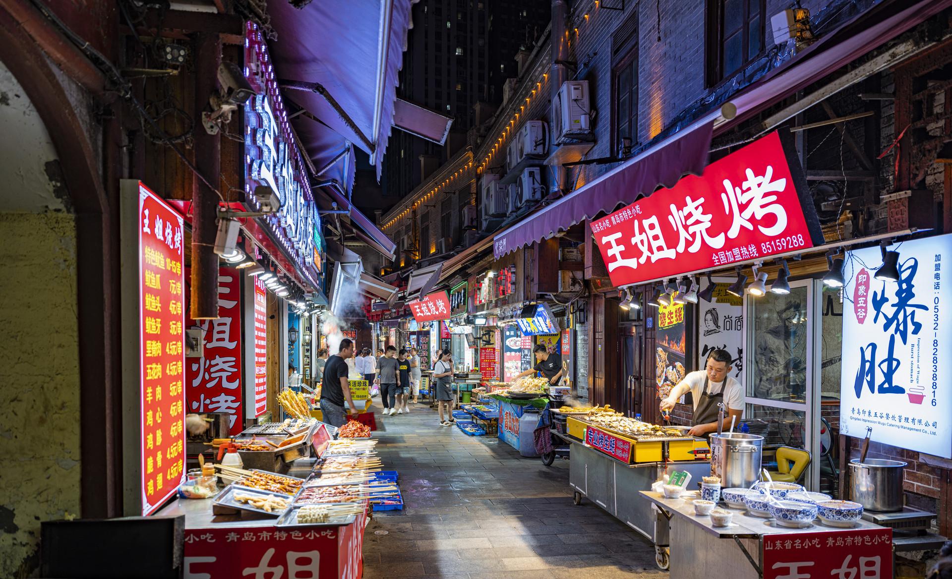 """青岛吕家庄夜市,一个""""平平无奇""""的干饭天堂"""