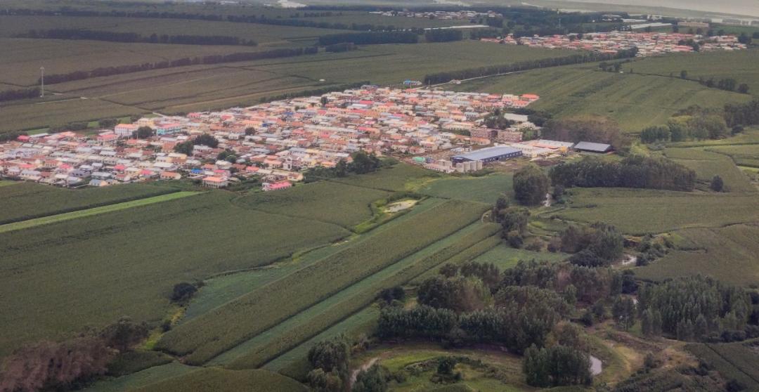 东北平原哈尔滨静谧的村庄