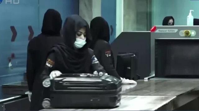 凤凰直击|阿富汗喀布尔机场百名女员工返岗上班