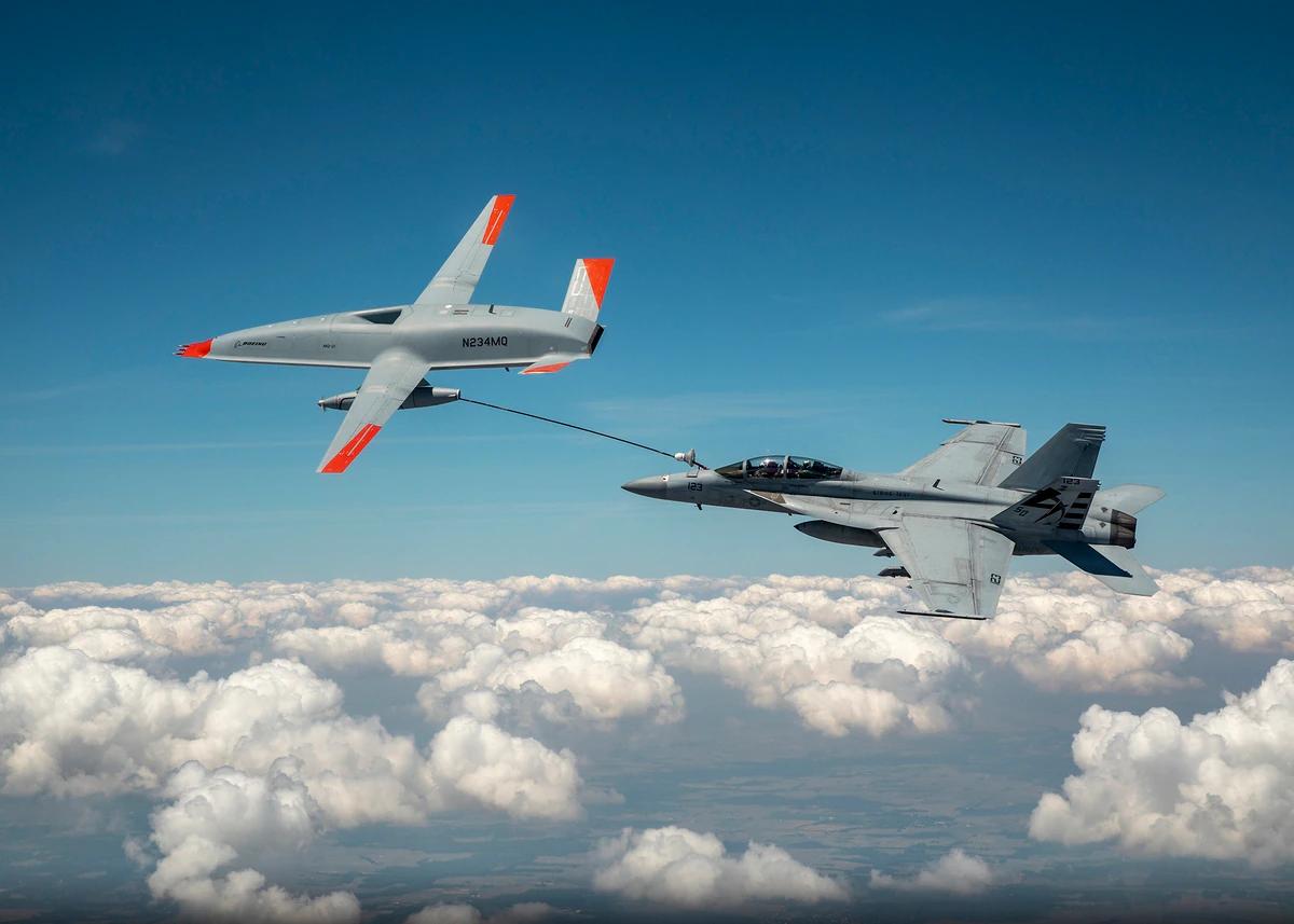 "MQ-25A""黄貂鱼""首次给F-18 进行加油 图源:USNI"