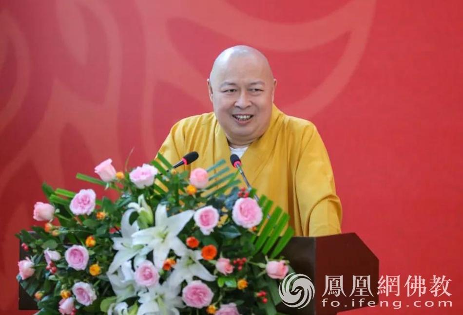 中国佛教协会副会长、本焕学院院长印顺大和尚致辞(图片来源:凤凰网佛教 摄影:本焕学院)