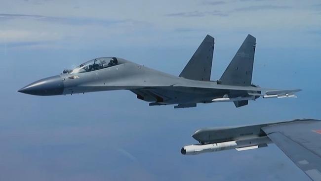 现场公开 警告驱离!中国空军歼16挂弹拦截外国军机