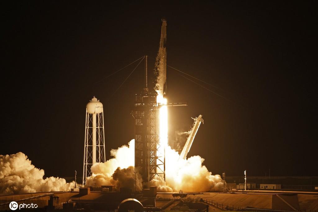 """9月16日上午8时许,Space X在美国佛罗里达州肯尼迪航天中心,将四位""""游客""""成功送入太空。"""
