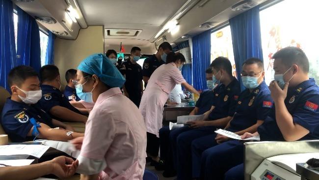 57名消防员献血1.64万毫升:缓解用血压力从我做起