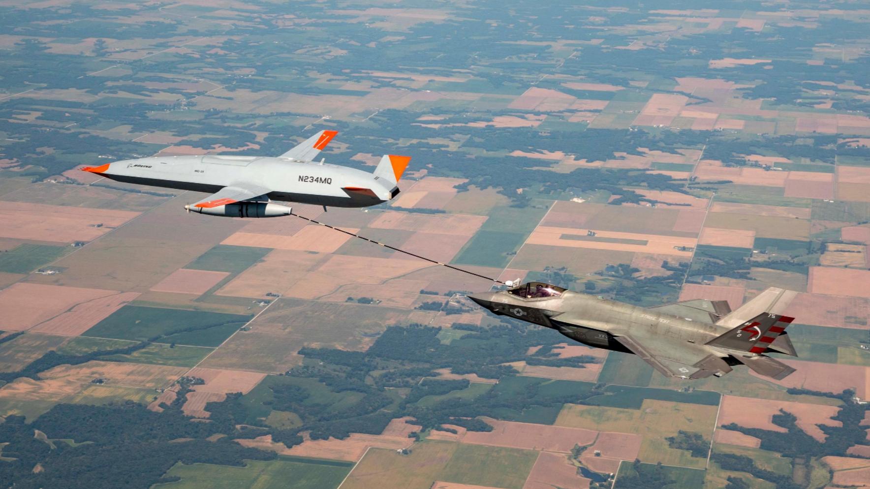 "MQ-25A""黄貂鱼""首次给F-35C进行加油 图源:USNI"