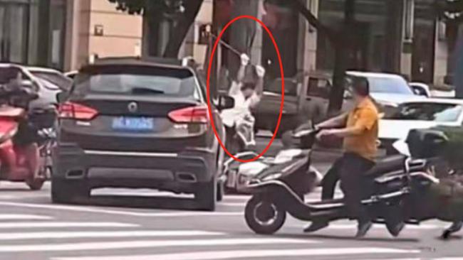 浙江男子持棍打死电动车司机 警方:已刑拘