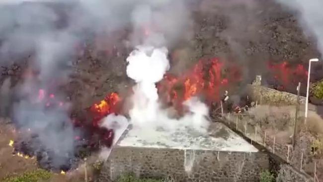 西班牙海岛火山时隔50年再喷发